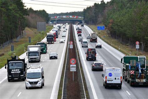 Jul 28, 2021 · bevor man die a13 befährt, sollte man alle augen und ohren offen halten. Unfall A13 heute & gestern: Aktuelle Unfallmeldungen von der A13 | TAG24