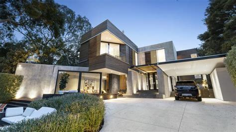 toorak mansions makeover  andrew parr takes    level