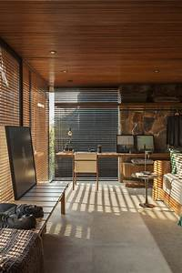 Fenster Sichtschutz Innen : als sichtschutz f r innen sorgen hier luftige holzgitter paneele ~ A.2002-acura-tl-radio.info Haus und Dekorationen