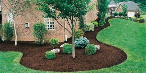 how to mulch grass mulching bed edging mchenry landscaping mchenry county lawn care service