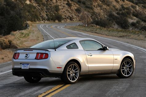 2011 ford mustang images drive 2011 ford mustang gt photo gallery autoblog