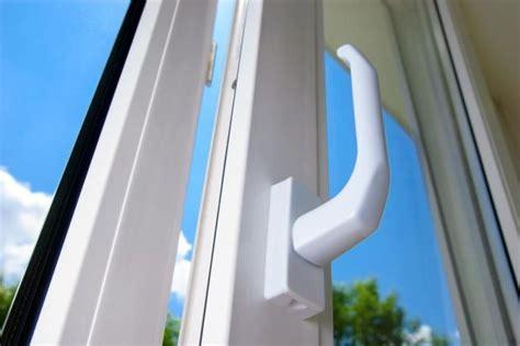 Fensterrahmen Reinigen Weiß by Kunststoff Reiniger F 252 R Gartenm 246 Bel Fensterrahmen
