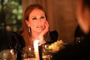 Julianne Moore Talks Her Favorite Jewelry, Family, and ...