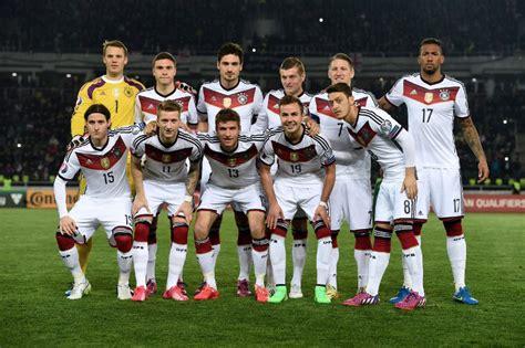 Und jamal musiala feierte sein debüt. Hector Deutschland Trikot 2018 - DFB Nationalmannschaft Nr 3