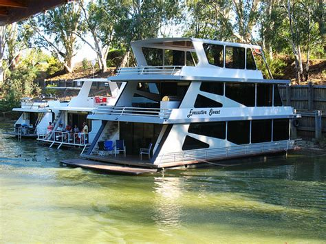 Boat Shop Echuca by Where To Play Eat And Shop In Echuca Echuca