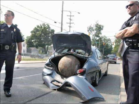 重さ680キロの鉄球が町を大破壊しながら爆走 - GIGAZINE