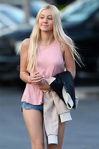 ava-sambora-in-jean-shorts-out-in-calabasas-08 – FABZZ