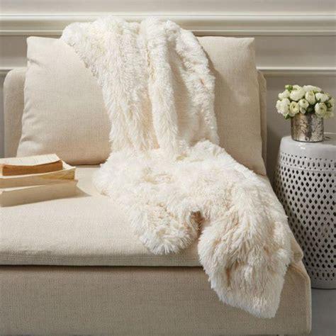 comment recouvrir un canapé d angle le plaid fausse fourrure confort pour vous et style