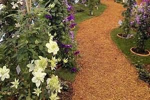 Gartenweg Anlegen Günstig : ein kiesweg ist im garten f r nebenwege geeignet 7 ~ Markanthonyermac.com Haus und Dekorationen