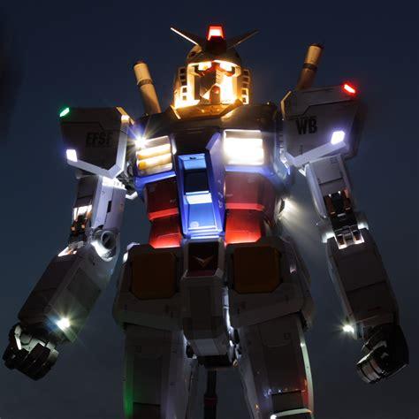 gundam geant de tokyo vu de nuit