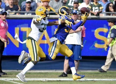 los angeles rams edge  green bay packers  remain