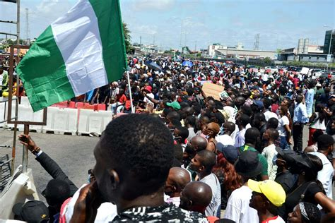 ENDSARS PROTESTS : Nigerian youths storm NASS, ask Buhari ...