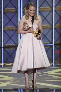 HANDMAID'S TALE's Elisabeth Moss Wins Emmy for Outstanding ...