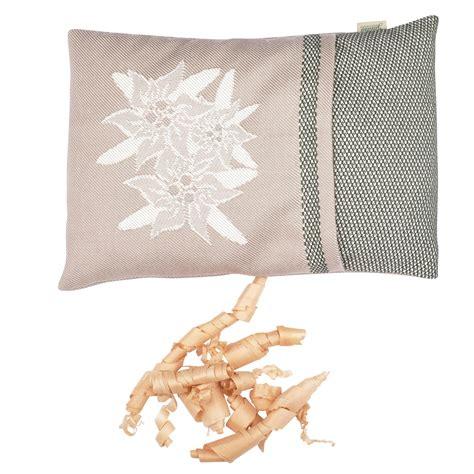 """Cuscino imbottito con cirmolo, sfoderabile, fantasia beige misura 30×25 cm. """"stelle alpine"""" cuscino in cotone con fiocchi di cirmolo, verde • Gaidra"""
