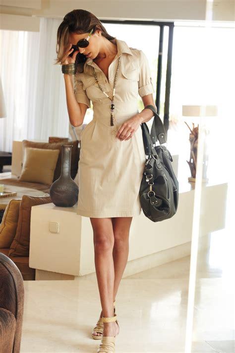 tenue de bureau tenue pour le travail robe chemisier à boutons beige à