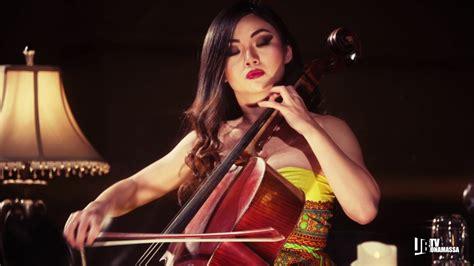 battle of the strings guitarist joe bonamassa takes on cellist tina guo that eric alper