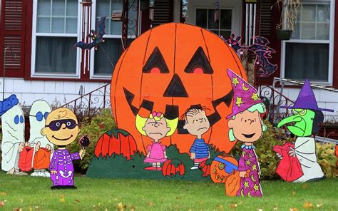 Hand Painted Peanuts Character Cutouts Decorate A Yard On