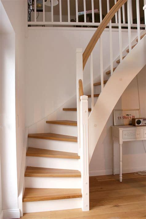 Holztreppe Weiß Streichen by Holztreppen Sind Deutlich G 252 Nstiger Als Betontreppen
