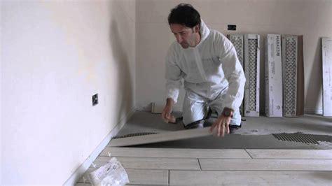 come si posano le piastrelle posa gres porcellanato effetto legno