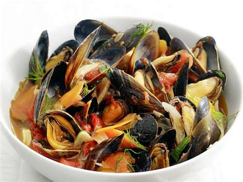steamed mussels  fennel  tomato recipe food