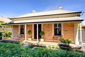 Double fronted victorian sandstone cottage - Traditional