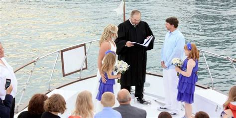 Boat Rental Chicago Wedding by Chicago Boat Rental Book A Chartered Yacht And Cruise
