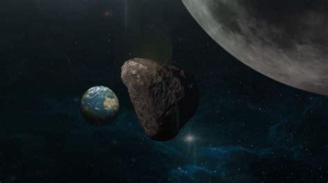 NASA novēro asteroīdu, kas tuvojas Zemei un sadursmes ...
