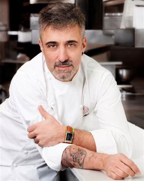 cuisine des chefs sergi arola et calibre 822 tatoué sur le bras bon
