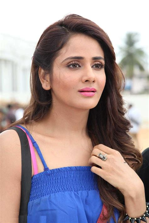 Parul Yadav Hot Sizzling Picture & Wallpapers Download