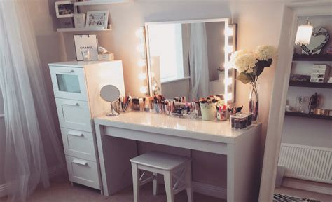 Makeup Vanity With Lights by My Dress Up Room Fashion Beauty Amp Style Blogger