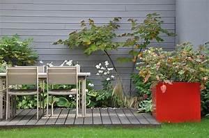 Petit Jardin Moderne : petit jardin avec terrasse en bois am nag e d 39 une salle manger d 39 ext rieur ~ Dode.kayakingforconservation.com Idées de Décoration