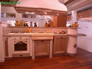Cucina la luminosa con isola contado roberto group for Cucina in muratura con isola