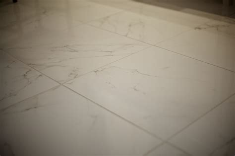 the porcelain tile that looks like marble which offers the