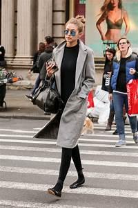 Gigi Hadid Photos Photos - Gigi Hadid Strolls by Her Own ...