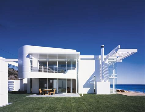 white sliding doors southern california house richard meier partners
