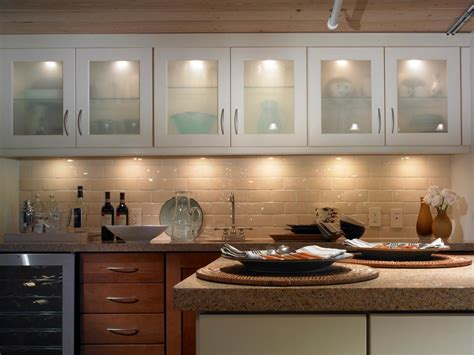 Cabinet Accent Lighting Ideas by Kitchen Lighting Design Tips Diy