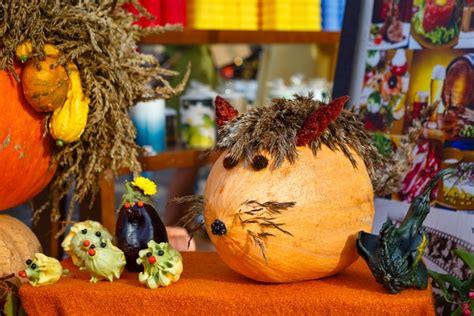 Svinam rudeni: Miķeļdienas tirdziņi, ražas svētki un kino ...
