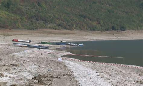 Liqeni i Dibrës, uji është tërhequr deri në 100 metra - Alsat