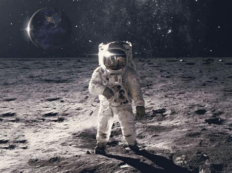 takes    astronaut everyday