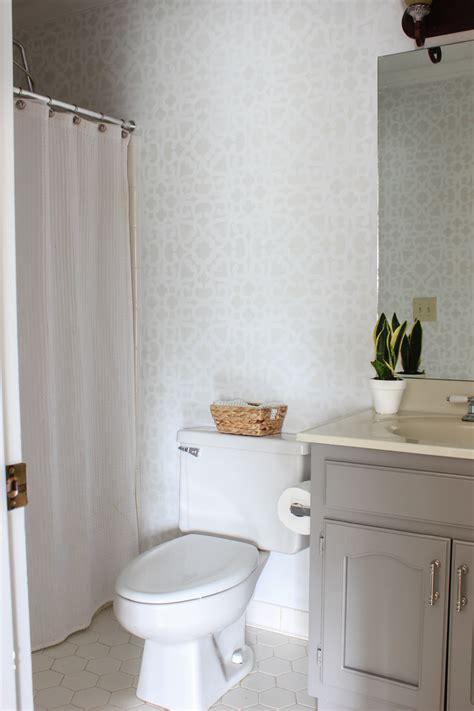 Bathroom Stencil Ideas by Bathroom Makeover Stenciled Walls Plus A Giveaway