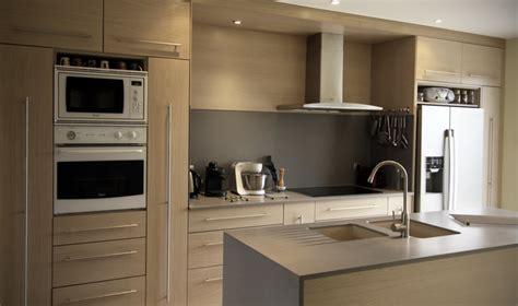 cuisine chene clair cuisine en chêne brossé blanchi plan de travail en