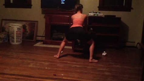 Bella Twerking Youtube
