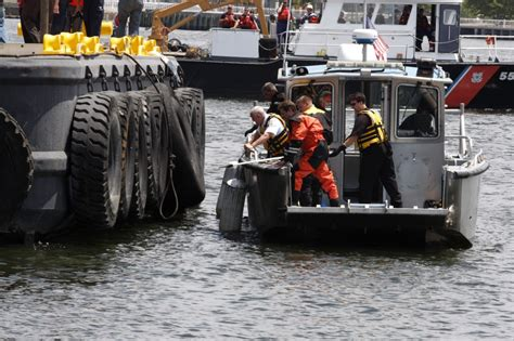 Old Boat In Philadelphia by Photos Of Philadephia Boat Accident Site July 9 News21