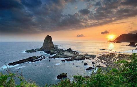 pantai eksotis  jawa timur  wajib dikunjungi
