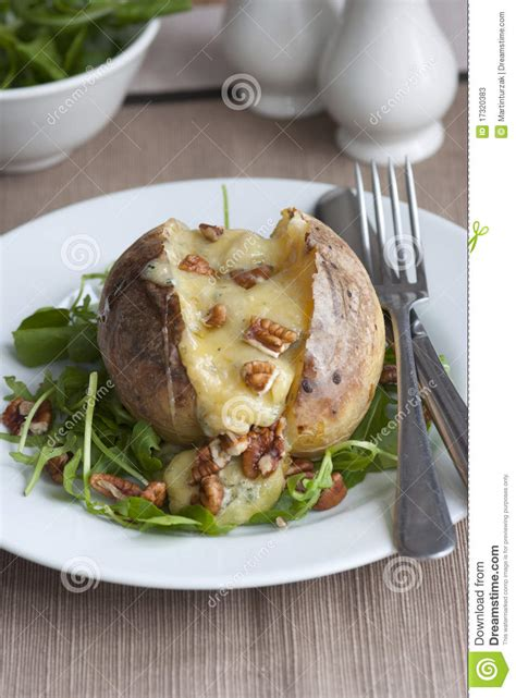 pommes de terre robe de chambre pomme de terre en robe de chambre photos stock image