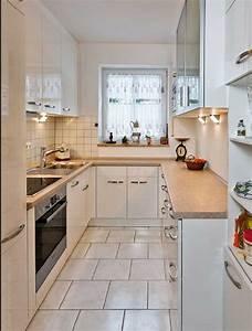 Kuche landhausstil gunstig schone optik mit weissen schranke for Küchenideen kleine küche