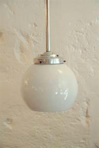 Suspension Globe Verre : ancienne suspension globe en verre opaline boule blanche ~ Teatrodelosmanantiales.com Idées de Décoration