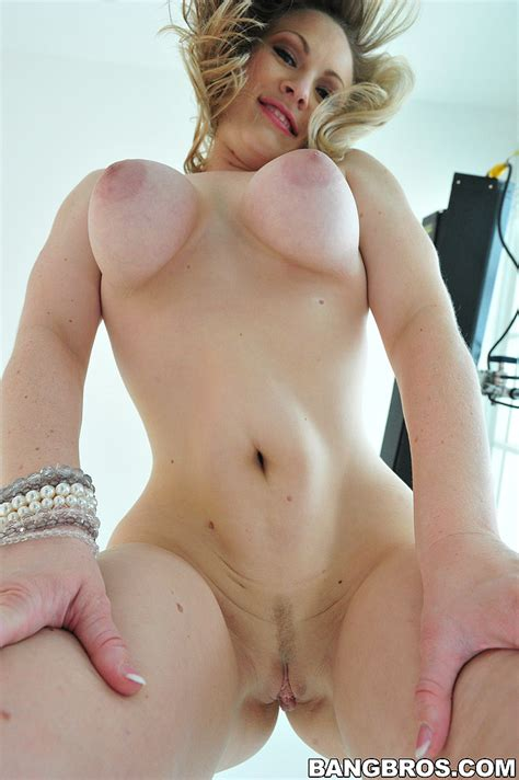 Beautiful Woman Vicky Vixen Nailed To Orgasm Moms Archive