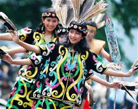 inne audina sekar kebudayaan suku dayak
