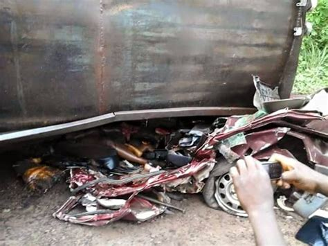 Trailer Crushes 8 Students To Death In